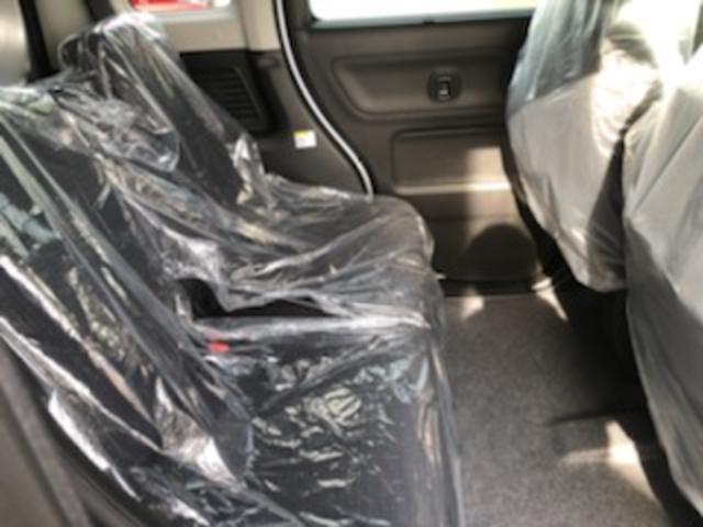 後部座席に嬉しいスリムサーキュレーター付きで、社内も快適ですよ!