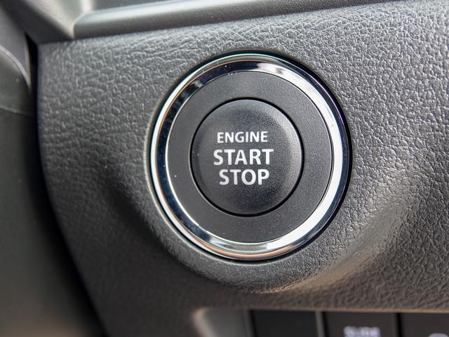 キーはスマートキーですのでポケットやカバンにキーを入れたままで、ドアロックの開閉&エンジン始動ができます。キーはもう不要♪