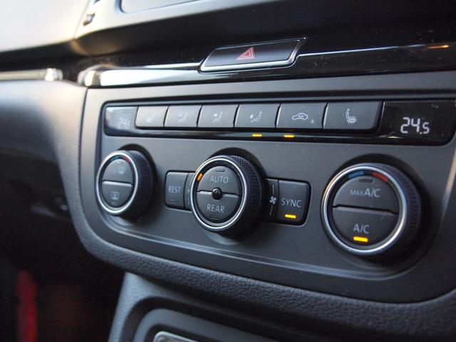エアコンは運転席と助手席で別々に調整できる2ゾーン式のフルオートエアコンです。
