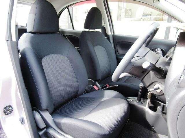 シートは高低の調整ができ、小柄な方も運転しやすいポジションにできます。
