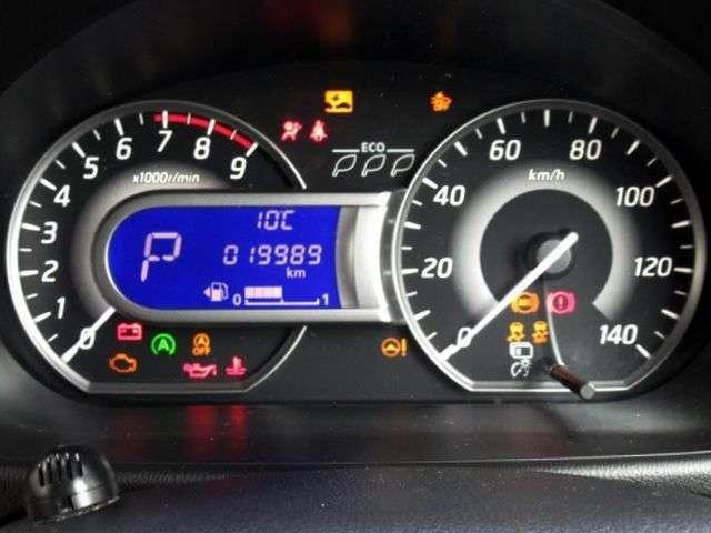 ブルーカラーが印象的なメーターパネル。高級車にも使われるファインビジョンメーターで昼夜を問わず明るい視認性。
