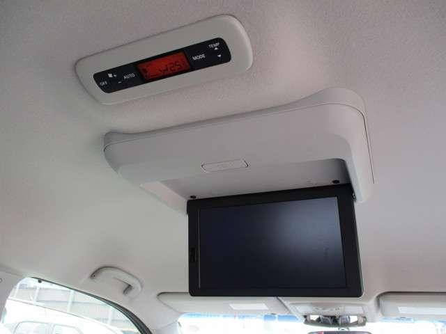 オートスライドは手元で操作も可能。安全装備の横滑防止装置(VDC)、ビルトインETC。エンジンの出力を抑えてガソリン節約、エコモード。オートライトに、ウィンカー付ドアミラーは、安全性もアップの装備。