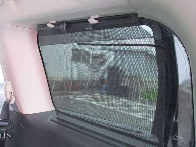 ロングドライブも後席は飽きさせない大画面のモニター!まるでリビングでくつろいでいるような感じで目的地に到着!