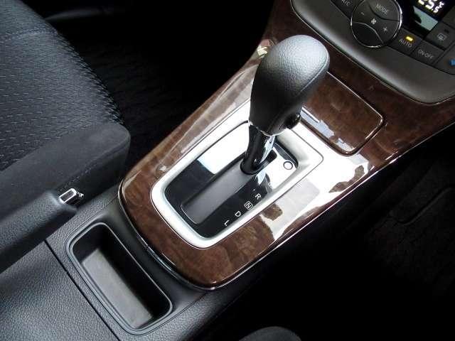 お車には、CVT(無段変速)のミッションが使われています。燃費に貢献するのもこのミッションです