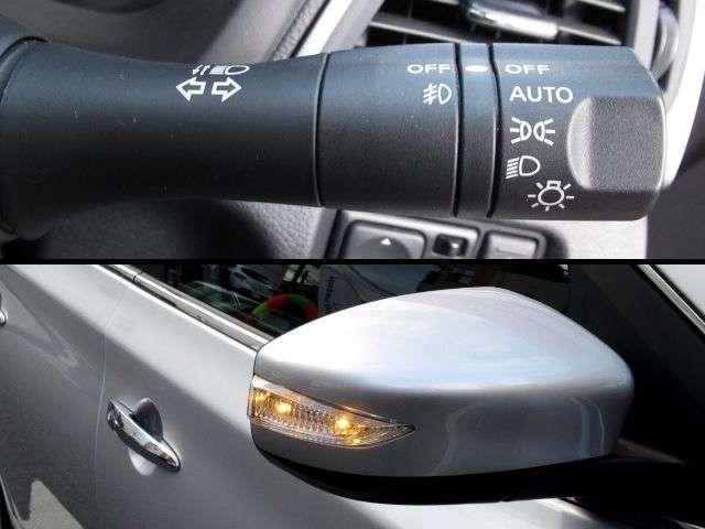 オートライトは、トンネルだけでなく、薄暮時の早めの点灯で歩行者や対向車に自車位置をアピールする事で、事故の軽減にもなります。ドアミラーにはウィンカー機能も。スタイリッシュなだけでなく、安全性もアップ。