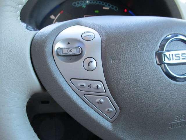 ハンドルから手を離さずオーディオなどの操作をすることができる安全で便利な装置です。