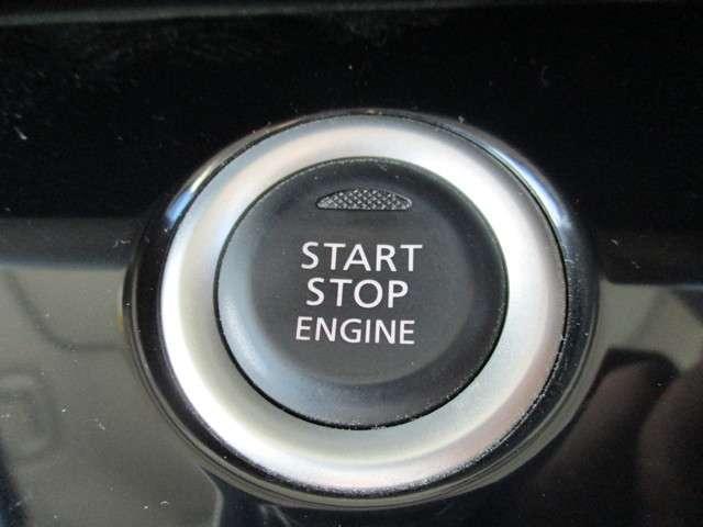 使って便利なんインテリジェントキー、カバンから取り出す事無くドアロックNOエンジンの始動ができる優れものです。