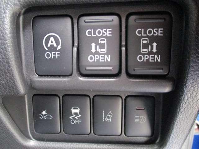 運転席から後部のスライドドアを指一本で開閉できるので雨の日の乗り降りやお子様の乗り降りなどを安全かつ快適にサポートできる便利な装備です。