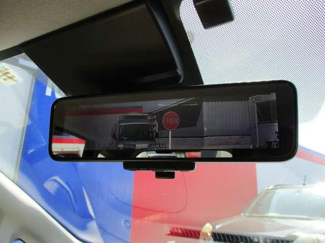インテリジェント ルームミラーは、車両後方のカメラ映像をミラー面に映し出すので、車内の状況や、天候などに影響されず、いつでもクリアな後方視界が得られます