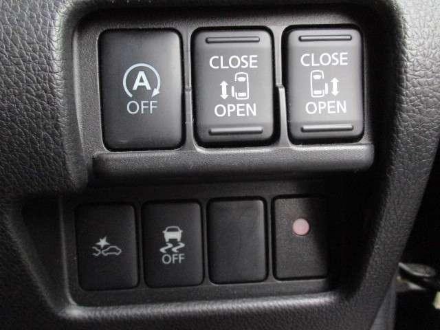 運転席は適度な高さに調整できるシートリフター付