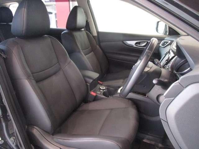 運転席、助手席にはシートヒーターを用意