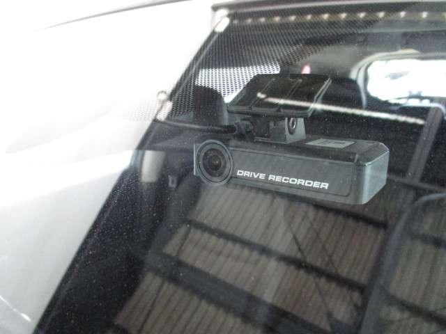 もしもの瞬間を逃さず記録するドライブレコーダー☆今では必需品ですね♪