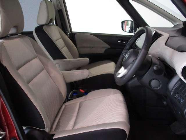 運転される全員が、お好みのポジションで運転できる運転席!