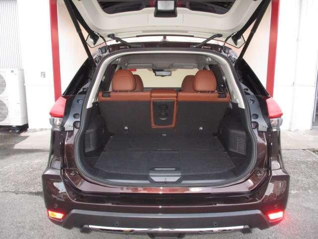 20Xi レザーエディション Vセレクション 2列車 4WD 革シート メーカーナビ アラウンドビューモニター プロパイロット エマージェンシーB 踏み間違い防止 ナビTV LEDヘッドライト ルーフレール スマキー デモカー(7枚目)