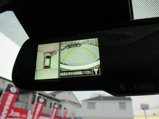 ミラーにも切り替えでアラウンドビューモニターがついてます! グルッとひと回り画像で見渡せる優れもの♪ 車庫入れ・縦列駐車・旋回等に 戦力!