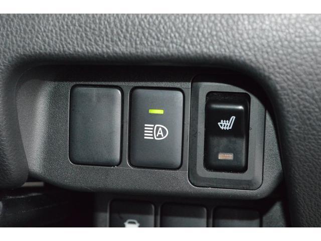 【シートヒーター】シートをすばやく温めます。寒い日もおしりからぽかぽか、快適にドライブできます。