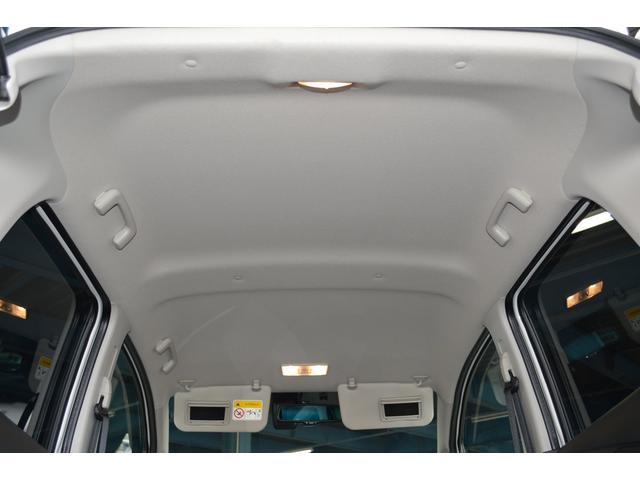 クリーンな天井。快適な車内でドライブをお楽しみください。