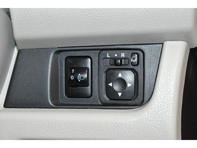 電動格納式ドアミラースイッチ☆ドアミラーの格納はもちろん、ミラーの角度調整もお手元でラクラク操作できます。