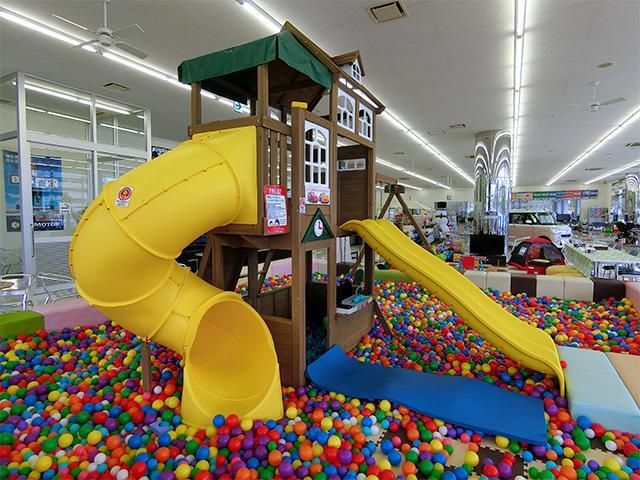 お子様も楽しめるスペースをご用意しております!ご家族みんなでご来店ください!