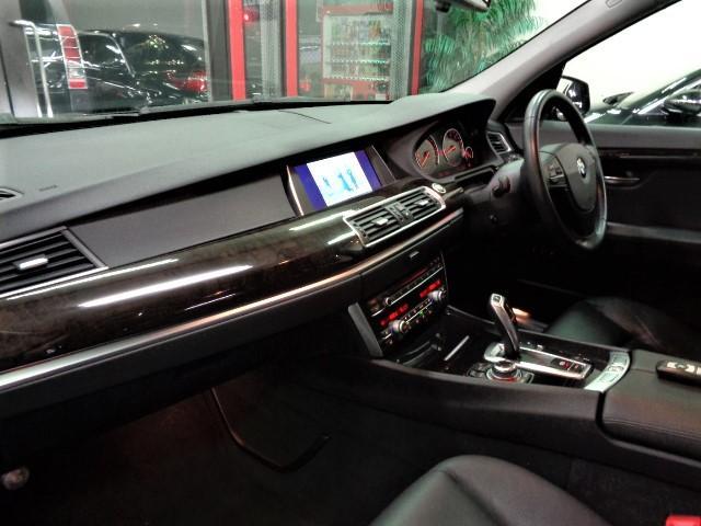 535iグランツーリスモ 黒革ウッドインテリアガラスサンルーフフルセグナビTVバックカメラFリップスポイラーローダウンサス20インチAW電動リアゲートクルーズコントロールパワーシートシートヒーター直6ターボ306PS8速AT(21枚目)