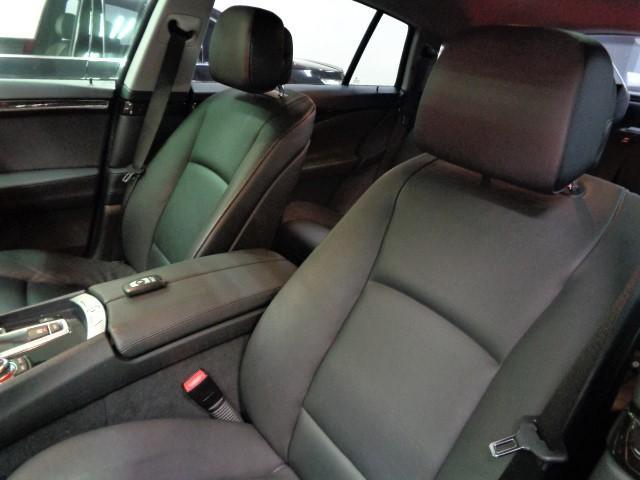 535iグランツーリスモ 黒革ウッドインテリアガラスサンルーフフルセグナビTVバックカメラFリップスポイラーローダウンサス20インチAW電動リアゲートクルーズコントロールパワーシートシートヒーター直6ターボ306PS8速AT(25枚目)
