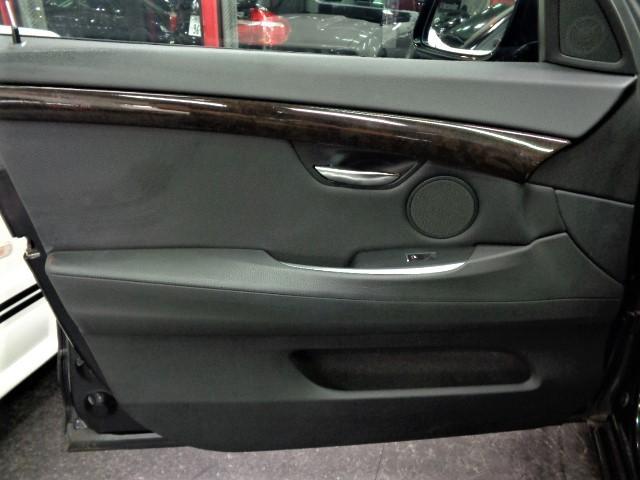 535iグランツーリスモ 黒革ウッドインテリアガラスサンルーフフルセグナビTVバックカメラFリップスポイラーローダウンサス20インチAW電動リアゲートクルーズコントロールパワーシートシートヒーター直6ターボ306PS8速AT(28枚目)