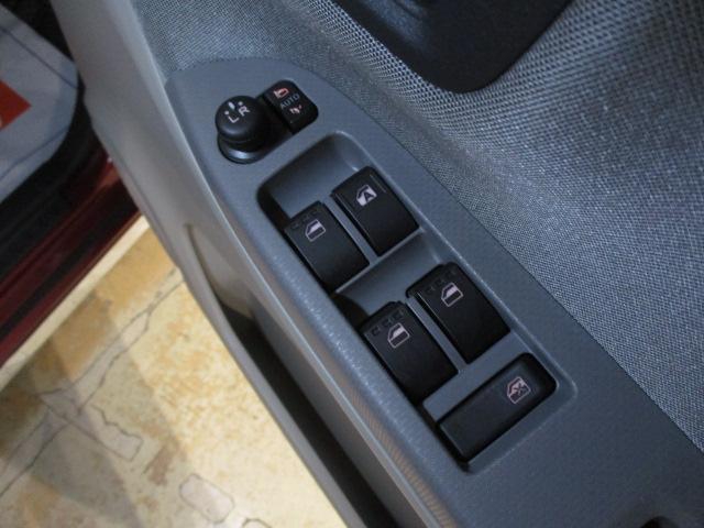 スタイルX 純正フルセグナビ・CD/DVD・ブル-トゥ-ス・スマ-トキ-・オ-トエアコン・電動格納ドアミラ-・ABS・15インチフルホイ-ルキャップ・マット/バイザ-装備(30枚目)