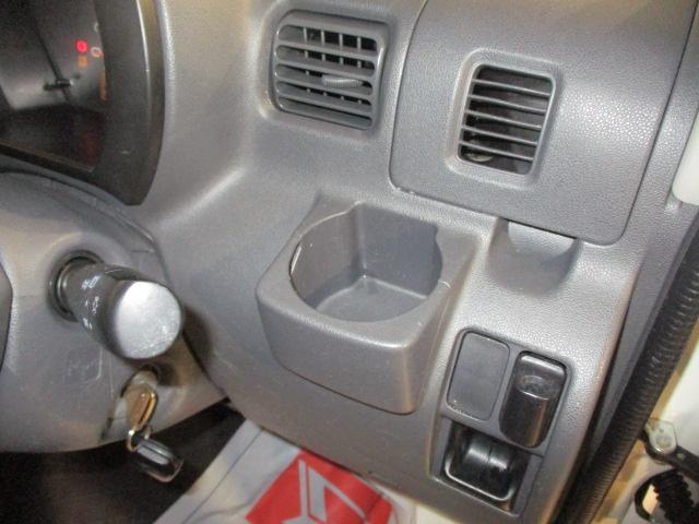 DX 4速オートマチック車・エアコン・パワ-ステアリング・パワ-ウインドウ(フロントのみ)・デュアルエアバッグ・リモコンキ-・オーディオレス・マット/バイザ-付(9枚目)