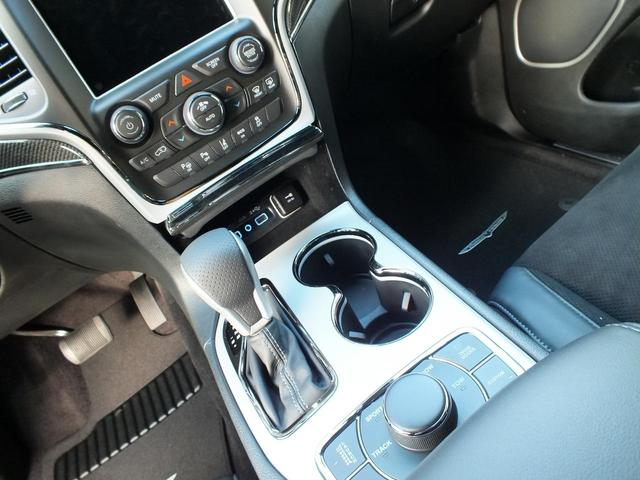 アクティブパークアシスト(自動駐車機能)を装備しています。ハンドル操作は自動で駐車スポットへ誘導してくれます。