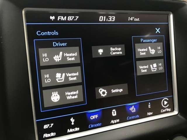 クライメイトコントロールと、シートヒーター、エアコンシート、ステアリングヒーター、オートディマールームミラーを装備しています。