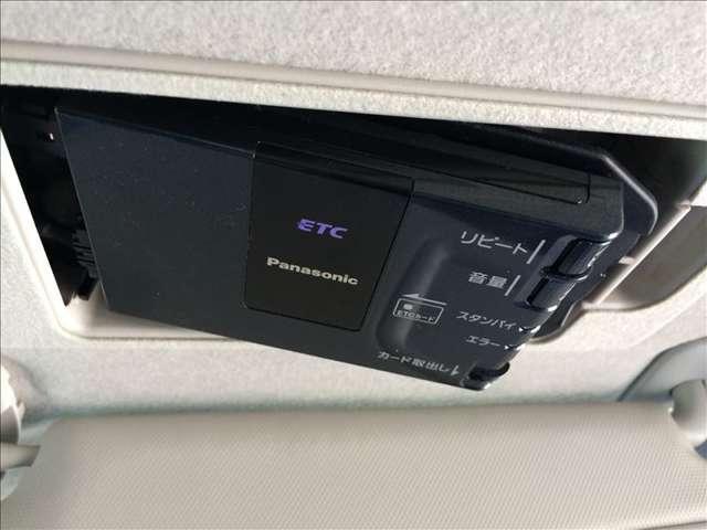 高速道路の必需品のETCも装着されています。カードを挿入するだけで、料金所をノンストップ&キャッシュレスで通過が可能です。特に長距離移動の場合は現金要らずで助かります。★☆★☆★