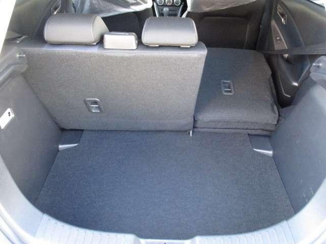 3人又は4人乗車状態で、長尺物等を積み込める便利なリヤシートです。両方共に背もたれを倒せば、大きな荷物も積み込み出来ます。必要に応じて使い分けてください。★☆★