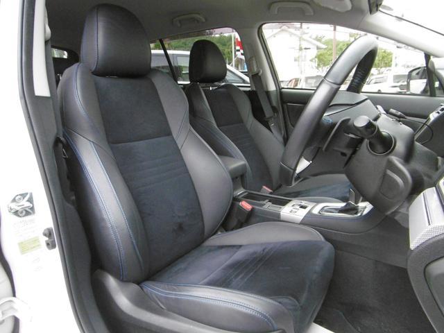 程よいホールド感のある運転席・助手席シート!パワーシートで最適なドライビングポジションにセットできます!