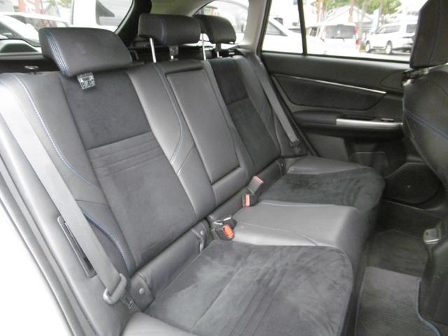 後部座席もゆったり座れます!ロングドライブも寛いでお過ごしいただけます!