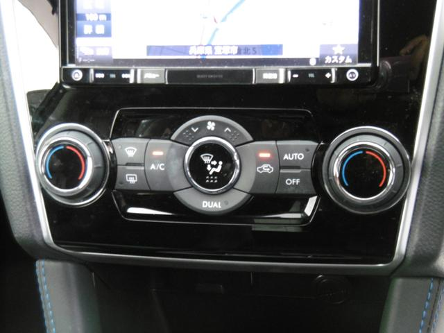 左右独立で温度調節ができるオートエアコン!これでいつでも車内は快適です!