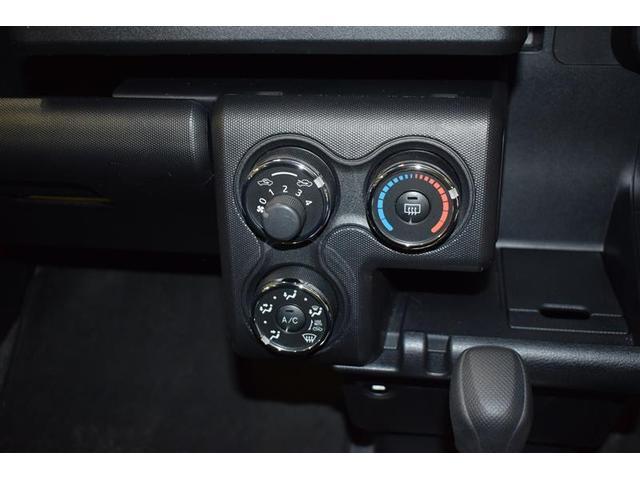 ドライバーがスッと手を伸ばせば届くところに、エアコン・シフトレバーなどがセットされています♪