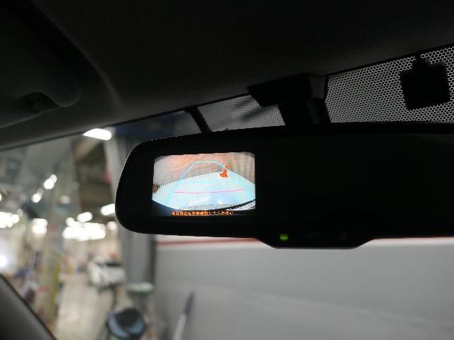 【電子インナーミラー】バックドア内側にカメラを取り付けてインナーミラーに後方映像を表示。後席に同乗者がいても、クルマの後ろを広い範囲で表示します。一度お店でご確認して下さい!!