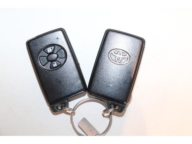 インテリキー装備!ボタン操作で離れた場所からドアのロックや解除が出来ますよ〜♪