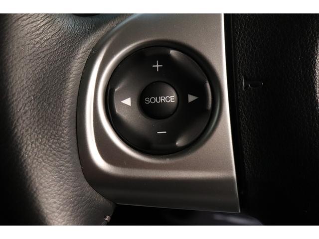 ステアリングリモコン:運転中でもオーディオ操作が手元で行えますよ〜♪