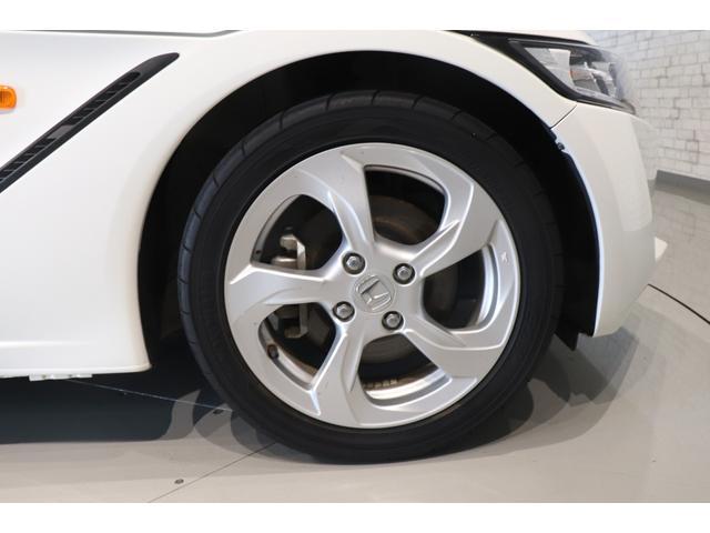 β 盗難防止システム ドライブレコーダー AW LEDヘッドランプ ETC ステアシフト オートライト スマートキー 運転席エアバッグ 助手席エアバック USB入力端子 ABS ESC パワーウインドウ(15枚目)