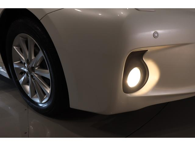 フォグライト装備☆霧中や夜間走行時、車両前手前の視認性を高めます。