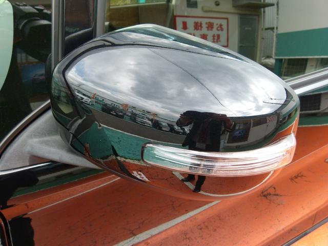 ターンライト付きドアミラーで対向車からの視認性がアップします。