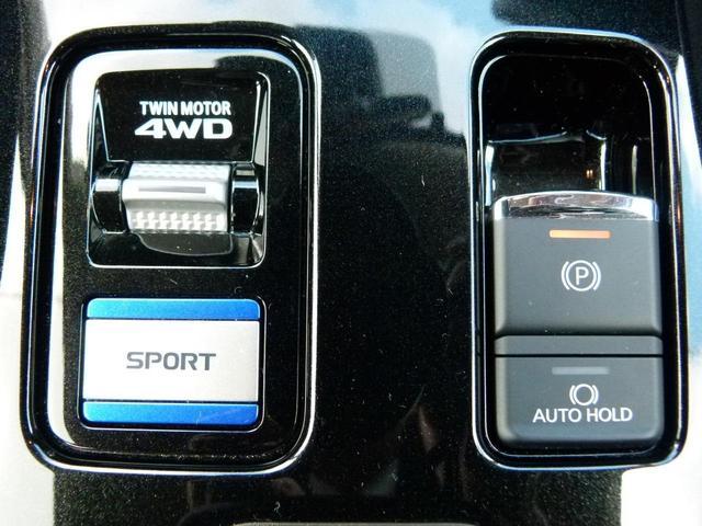 4つの走行状況(自動、スノー、ロック、スポーツ)を選択いただくことでツインモーター4WDが最適な制御を行ってくれます。