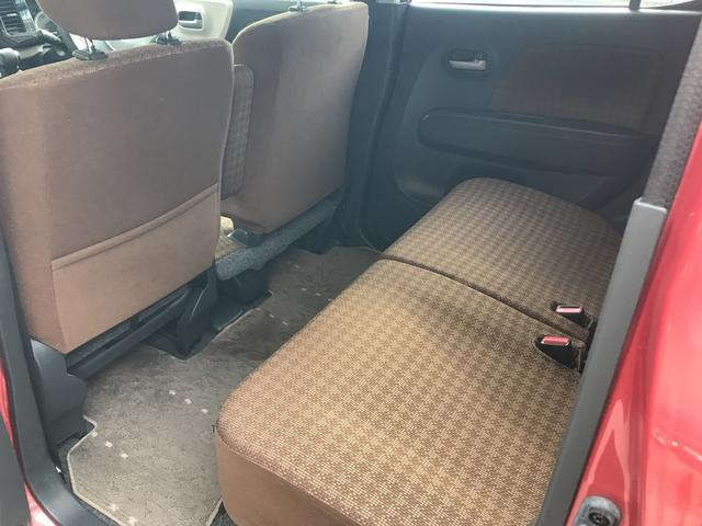後部座席も足元広々です!