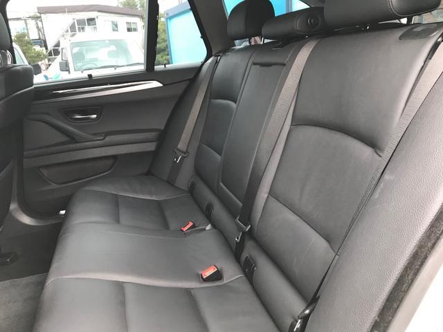フロントシートのみでなく、リアシートもきれいな状態です。ぜひ一度ご確認ください。