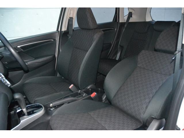 運転席・助手席も広々!シートのヘタリもなくとても綺麗ですよ!