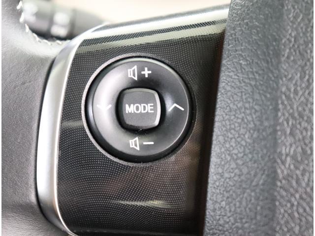 ステアリングスイッチ付きでオーディオ操作も簡単に出来ます!!