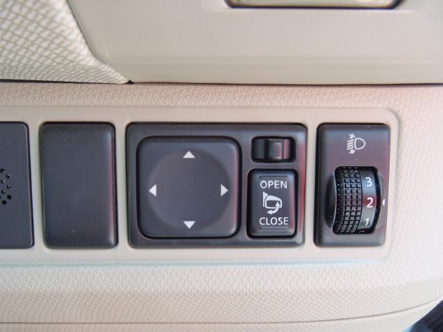 駐車の際はスイッチでドアミラーの開閉操作ができます♪