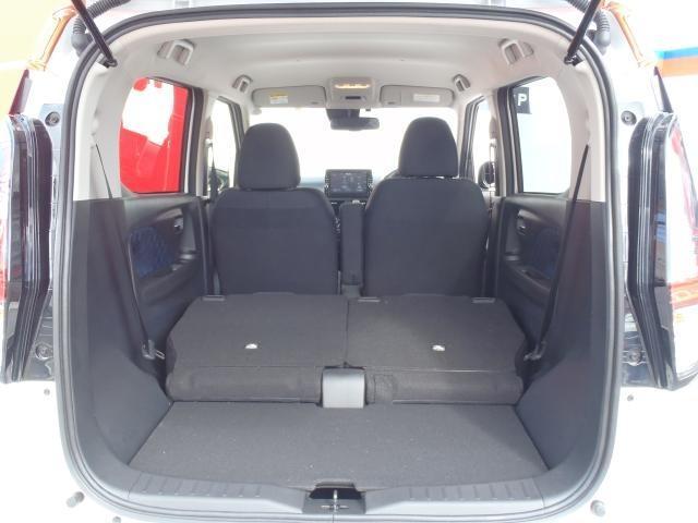 さらにシートを倒せば、長尺物などの収納もできるスペースになります。