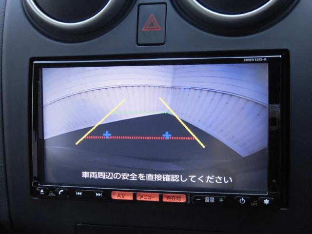 バックカメラ搭載、シフトレバーをバックに入れると自動で映ります。ガイドラインの表示も可能で駐車も安心です。